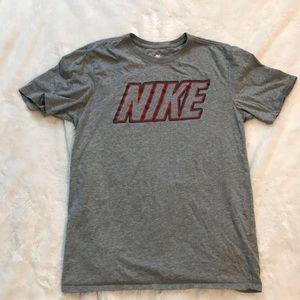 Nike medium athletic cut t-shirt gray